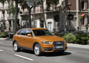 Audi Q3 während der Fahrt