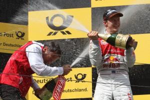 Freude über Platz1 bei Mattias Ekström bei der DTM auf dem Nürburgring