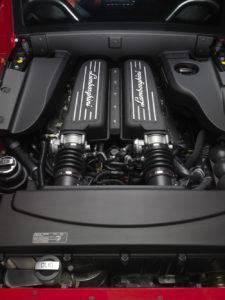 Motor des LP 570-4 STS wird in der Straßenversion sowie bei Motorsportfahrzeugen eingesetzt