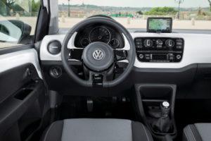Der neue Volkswagen up! mit maps+more im Navigationsmodus auch beim Viertürer