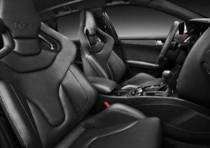 Audi RS 4 Avant 2012 Sportsitze sind serienmäßig verbaut