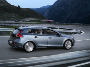 Volvo V40 Modell 2012 serienmäßig mit Fußgänger Airbag