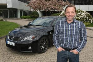 Thomas Häßler mag sportliche Autos und holt sich den neuen Lexus IS F