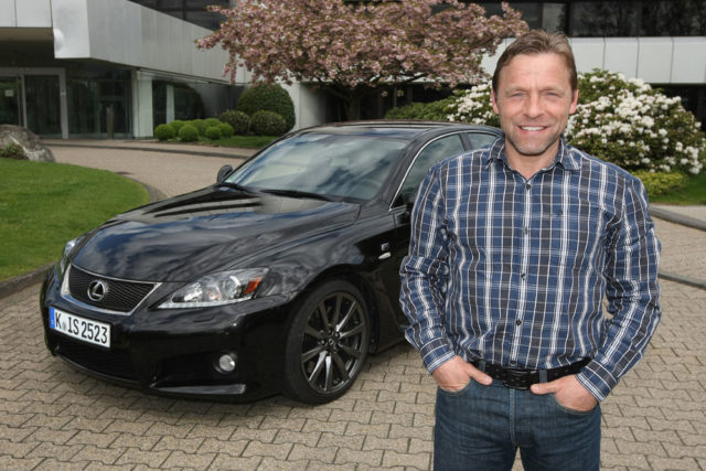 Thomas Hässler mag sportliche Autos und holt sich den neuen Lexus IS F