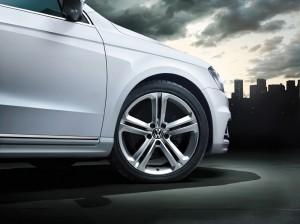 VW Passat R-Line mit 17 Zoll Leichtmetallfelgen Mallory