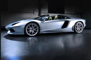 Lamborghini Aventador Roadster mit neuer Metallic Lackierung Azzurro Thetys