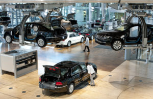 Die Glaeserne Manufaktur in Dresden-Fertigung Volkswagen Phaeton