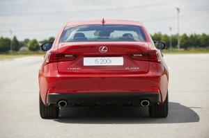 Heckansicht neuer Lexus IS 200t- Preis noch nicht bekannt