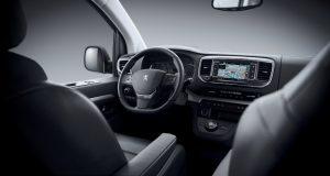 Peugeot Traveller Cockpit auch mit Head up Display erhältlich