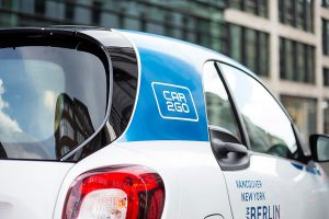 Die blau-weißen smarts bekommen Zuwachs: car2go erweitert seine Flotte in Berlin um Mercedes-Modelle.