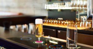 Bier kommt von unten-Smarte Theke auf der Cebit 2017