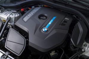 BMW 530e iPerformance Blick in den Motorraum