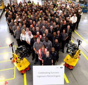 Jaguar Land Rover feiert den Bau des ersten Ingenium Benzinmotors