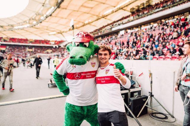 DTM 2017 Lucas Auer zu Besuch beim VfB Stuttgart Spiel