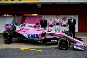 Force India VJM 11 mit Team Mitgliedern und F1 Piloten Foto: © Sahara Force India F1