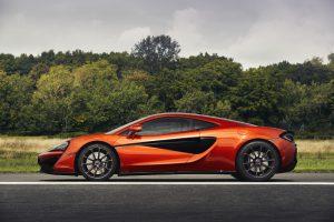 McLaren 570GT mit Carbonfaser-Schwellerabdeckungen mit McLaren Branding Foto: &Copy; McLaren
