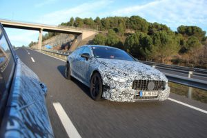 Mercedes-AMG GT Coupé Erlkönig bei bei Fahrerprobungen  Foto: © Daimler AG
