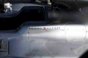 Mercedes-AMG Petronas Motorsport schließt Partnerschaft mit Tommy Hilfiger ab Foto: © Daimler