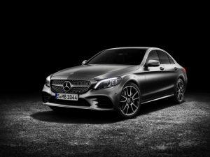 Mercedes-Benz C-Klasse Limousine AMG-Line, Exterieur: designo selenitgrau magno, Interieur: Leder platinweiß pearl/schwarz Foto: © Daimler AG