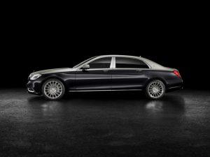 Mercedes-Maybach S 560; Exterieur: Zweifarblackierung Aragonitsilber/Anthrazitblau Foto: © Daimler