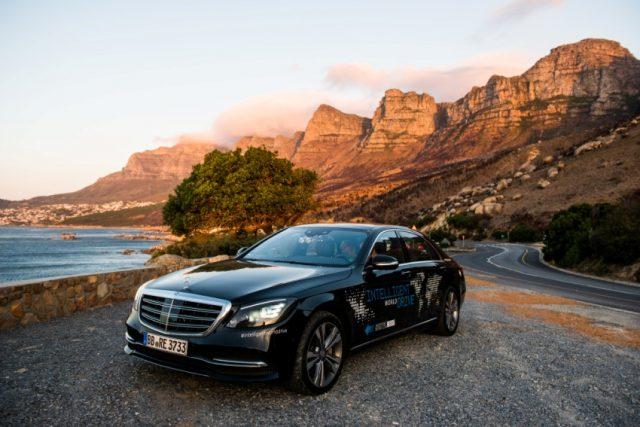 Mit dem Intelligent World Drive testet Mercedes-Benz mit einem Erprobungsfahrzeug auf Basis der S Klasse automatisierte Fahrfunktionen Fokus in Südafrika lag auf der Fußgängererkennung in vielen ungewohnten Situationen, auf der Validierung des digitalen Kartenmaterials von HERE MAPS Foto: © Daimler AG