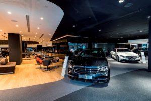 Raumbegrenzungen innerhalb des Gebäudes sind auf ein Minimum reduziert, um bewusst ein offenes Raumgefühl zu schaffen Foto: © Daimler AG