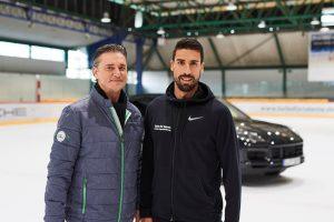 Turbo für Talente: Sami Khedira (Botschafter der Porsche Jugendförderung, re.) und Lutz Meschke (stellvertretender Vorstandsvorsitzender und Vorstand Finanzen und IT, Porsche AG) Foto: © Porsche