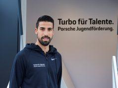 """Sami Khedira ist Botschafter von """"Turbo für Talente"""" Foto: © Porsche"""