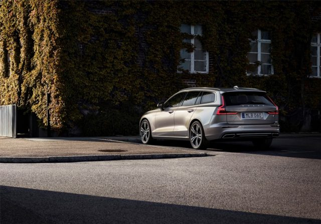 Volvo V60 T6 AWD Inscription, Außenfarbe Pebble Grey Metallic Foto: © Volvo