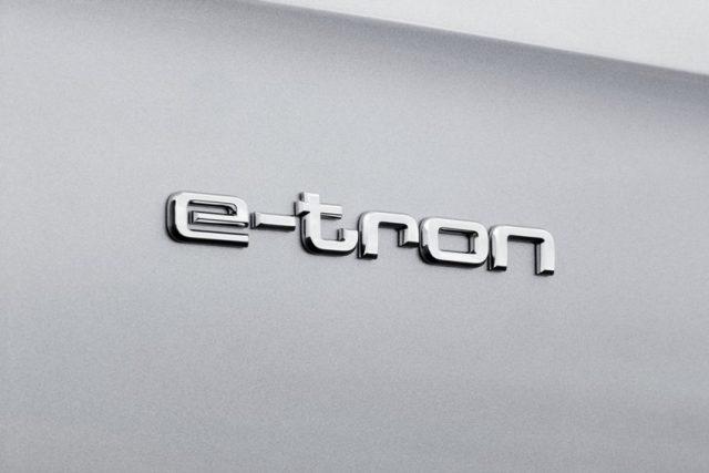 Audi Q7 e-tron Schriftzug Foto: © Audi