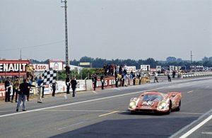 14.06.1970 24-Stunden von Le Mans: Hans Herrmann und Richard Attwood auf einem 917 KH Coupé Nr. 23 - der erste Gesamtsieg für Porsche im Jahr 1970 Foto: © Porsche
