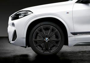 """Neuer BMW X2 mit BMW M Performance Parts, 20"""" Leichtmetallrad Doppelspeiche 717M schwarz matt Foto: © BMW AG"""