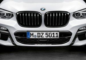 BMW X3 und BMW X4 mit BMW M Performance Parts, Frontziergitter schwarz hochglänzend, Folierung Frozen Black Foto: © BMW AG