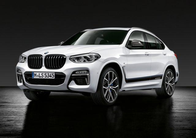 Neuer BMW X4 mit BMW M Performance Parts, Frontziergitter schwarz hochglänzend, Folierung Frozen Black, Aussenspiegelkappe Carbon, 21
