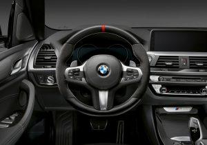 BMW X3 und X4 mit BMW M Performance Parts, Lenkrad Foto: © BMW AG