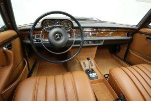 """Mercedes-Benz 300 SEL 6.3 (W 109), gebaut von 1968 bis 1972. Interieur. Foto von der Mercedes-Benz Classic Insight """"Die Tradition der S-Klasse"""", Oktober 2017, in Friedrichsruhe © Daimler AG"""