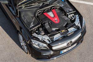 Mercedes-AMG C43 4MATIC Limousine mit Night Paket und AMG Carbon-Paket II Motorraum Foto: &copy, Daimler AG