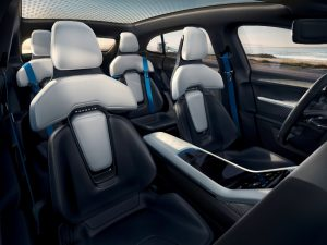 Porsche Konzeptstudie Mission E Cross Turismo Innenraum Foto: © Porsche