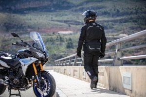 Yamaha Tracer 900 und Motorradbekleidung © Yamaha