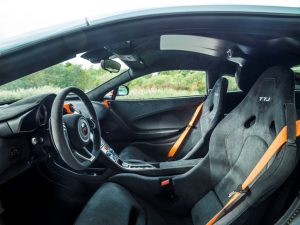 McLaren 675LT mit MSO Gulf Racing Lackierung Innenraum © McLaren