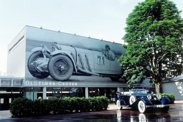 Klassik-Kompetenz von Weltrang: Das Mercedes-Benz Classic Center wird 1993 in Fellbach bei Stuttgart eröffnet, damals noch unter dem Namen Oldtimer-Center. Foto aus dem Jahr 1993 © Daimler AG
