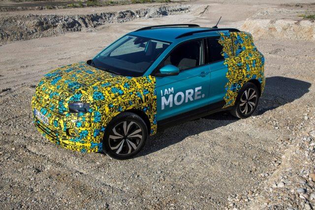 Neuer VW T-Cross Erlkönig T Cross mit ungewöhnlicher Tarnung © Volkswagen