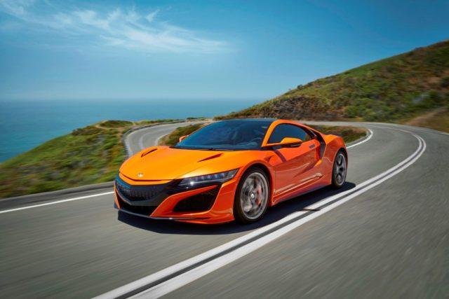 Mehr Dynamik für Straße und Rundkurs: Honda wertet Hybrid-Supersportwagen NSX auf © Honda