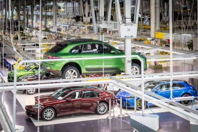 Produktionsstart das erste Kundenfahrzeug des neuen Macan rollt vom Band © Porsche