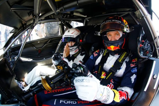 Renntaxifahrt in Zandvoort: Rallye Weltmeister Sébastien Ogier chauffiert seine seine Ehefrau und TV-Moderatorin Andrea Kaiser im Mercedes-AMG C 63 DTM © DTM
