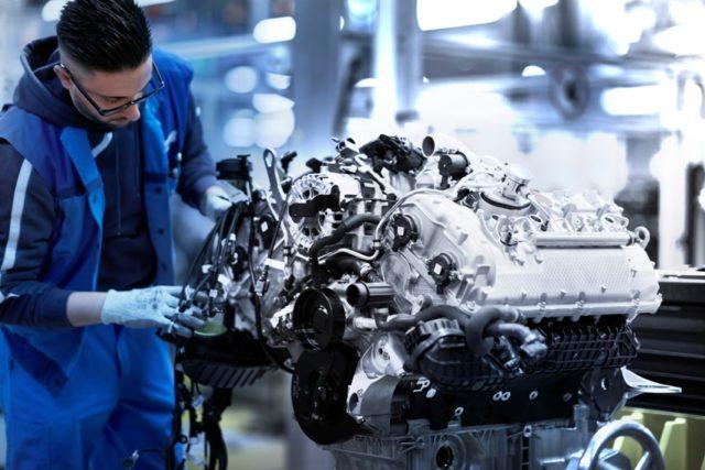 V8 Motor des BMW 8er Coupe © BMW AG