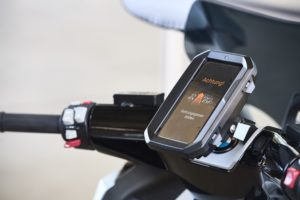 Am Motorrad Neues Sicherheits-Feature für BMW Fahrzeuge Live-Hinweis zur Bildung einer Rettungsgasse © BMW AG