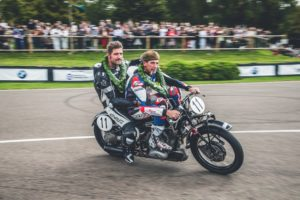 Goodwood Revival 2018 Troy Corser und Herbert Schwaab gewinnen die Barry Sheene Memorial Trophy auf BMW R57 Kompressor © BMW