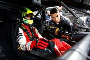 Mick Schumacher und Mercedes-AMG-Fahrer Pascal Wehrlein © DTM