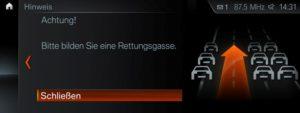 Neues Sicherheits Feature für BMW Fahrzeuge Live-Hinweis zur Bildung einer Rettungsgasse © BMW AG